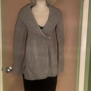 Single button cashmere sweater